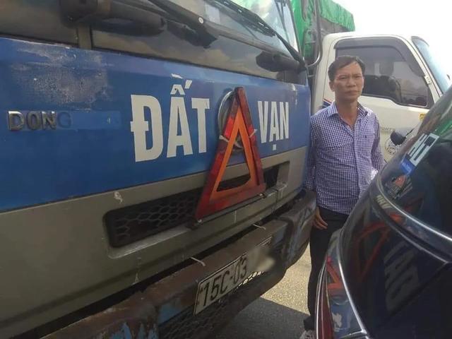 Ấm lòng bác tài xế tìm người gây tai nạn để gửi lại tiền bồi thường  - 1