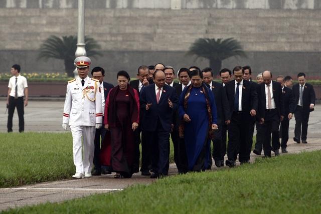 Lãnh đạo Đảng và Nhà nước vào Lăng viếng Chủ tịch Hồ Chí Minh - 3