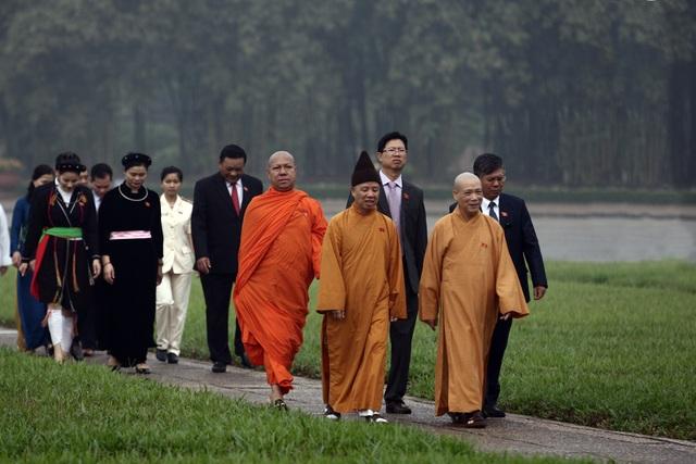 Lãnh đạo Đảng và Nhà nước vào Lăng viếng Chủ tịch Hồ Chí Minh - 9
