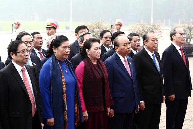 Lãnh đạo Đảng và Nhà nước vào Lăng viếng Chủ tịch Hồ Chí Minh - 4