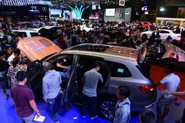 Thị trường xe cuối năm: Xe nhập thăng hoa, xe nội khủng hoảng doanh số - 1