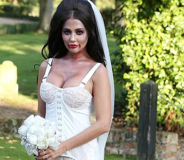 Yazmin Oukhellou hóa trang thành cô dâu bốc lửa - 7