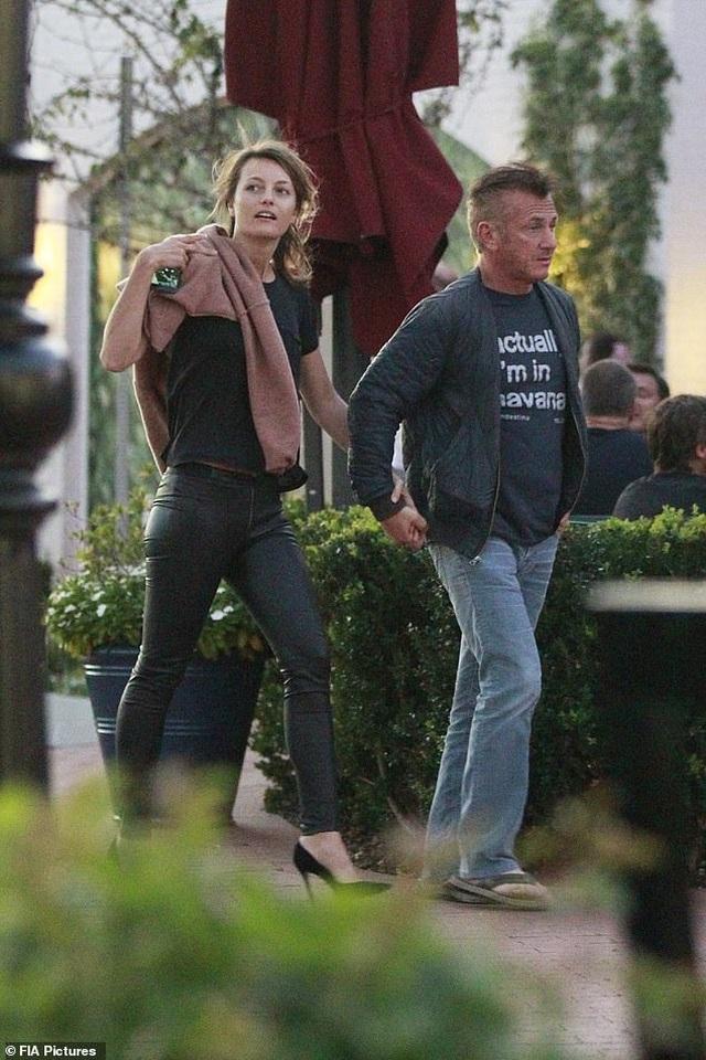 Nam diễn viên 59 tuổi Sean Penn đưa bạn gái kém 32 tuổi ra phố - 3