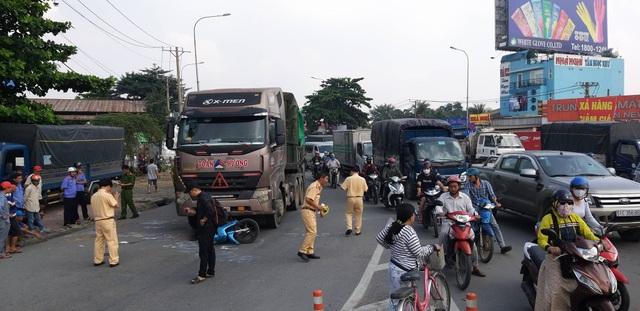 Cha mẹ tử vong, bé gái nguy kịch sau vụ tai nạn ở cửa ngõ Sài Gòn - 1