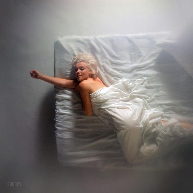 """Nhiếp ảnh gia kể về nỗi """"khó xử"""" khi chụp hình Marilyn Monroe khỏa thân - 8"""