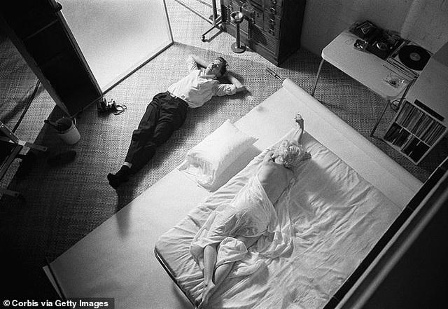 """Nhiếp ảnh gia kể về nỗi """"khó xử"""" khi chụp hình Marilyn Monroe khỏa thân - 4"""