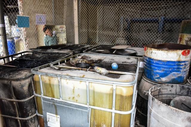 Cận cảnh kho chứa dầu thải của công ty gốm sứ Thanh Hà - 4