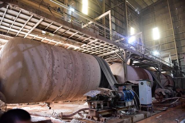 Cận cảnh kho chứa dầu thải của công ty gốm sứ Thanh Hà - 12