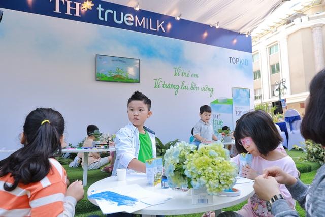 """""""Cậu bé biết tuốt"""" Minh Khang bị cuốn hút vào hoạt động bảo vệ môi trường tại phố đi bộ Hà Nội - 6"""