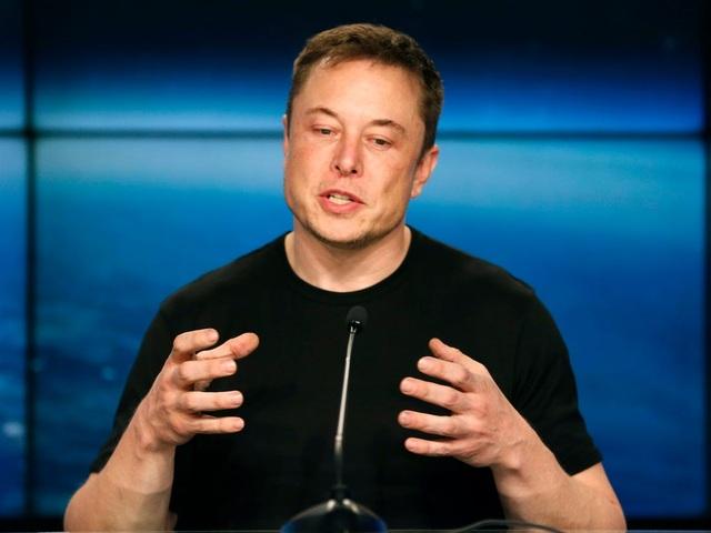 Lý do tỷ phú Elon Musk thường xuyên tự tay đập vỡ điện thoại của mình - 1