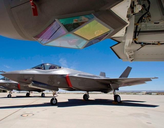 """Trung Quốc bị nghi """"nhái"""" máy bay chiến đấu """"tia chớp"""" F-35 của Mỹ - 2"""