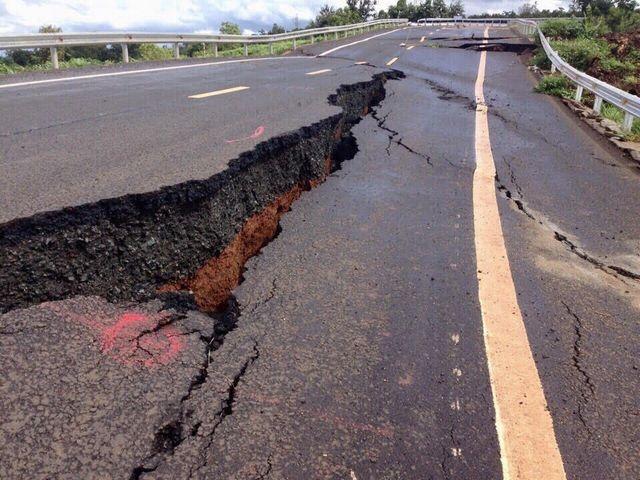 """Xác định """"thủ phạm"""" khiến đường 250 tỷ đồng vừa làm xong nứt toác như động đất - 1"""
