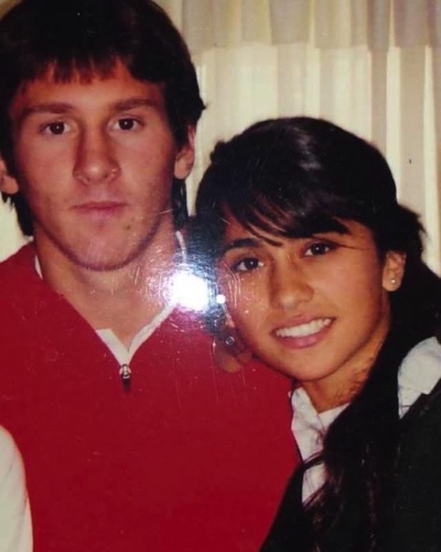 Xúc động với một thập kỉ yêu đương gắn bó của vợ chồng Messi - 1