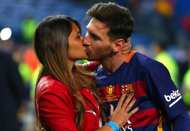 Xúc động với một thập kỉ yêu đương gắn bó của vợ chồng Messi - 3