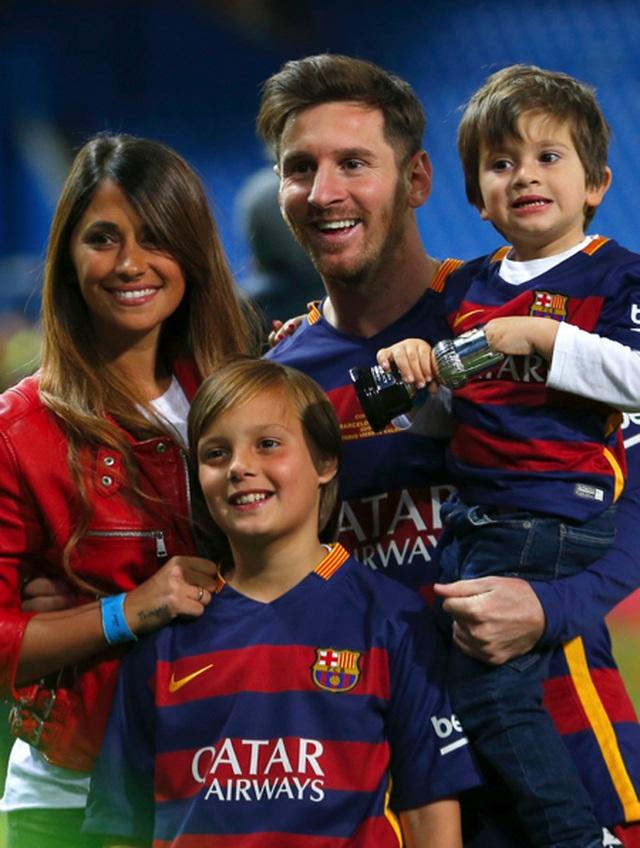 Xúc động với một thập kỉ yêu đương gắn bó của vợ chồng Messi - 4