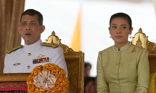 Những cuộc hôn nhân của Quốc vương Thái Lan - 3
