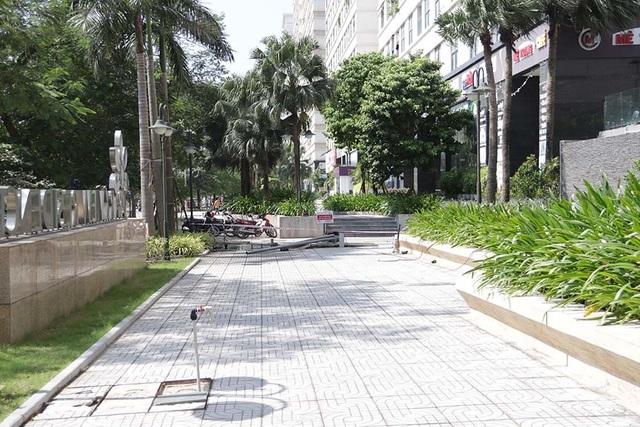 Cảnh công nhân cọ rửa bể nước ngầm hơn 1.000 m3 ở Hà Nội - 1
