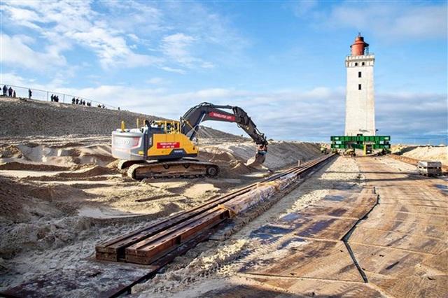 Đan Mạch chi 750.000 USD bê ngọn hải đăng khỏi bờ biển sụt lún - 6