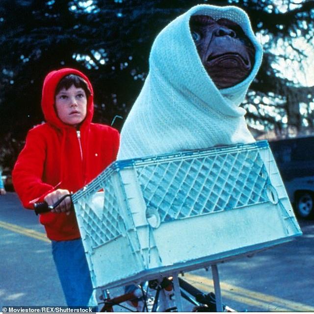 """Nam chính phim """"E.T.- Sinh vật ngoài hành tinh"""" bị tạm giữ - 2"""