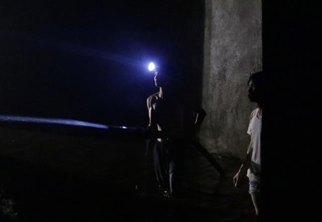 Cảnh công nhân cọ rửa bể nước ngầm hơn 1.000 m3 ở Hà Nội - 7