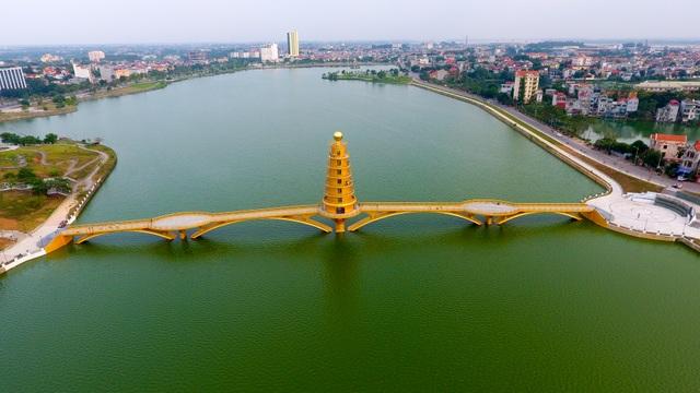 Toàn cảnh cây cầu đi bộ với kiến trúc tháp 7 tầng độc nhất vô nhị tại Phú Thọ - 13
