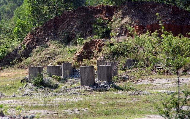 Núi Hồng huyền thoại chi chít những vết sẹo khổng lồ - 10