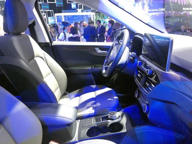 Sự xuất hiện bí hiểm của Ford Escape tại Triển lãm ôtô Việt Nam 2019 - 8
