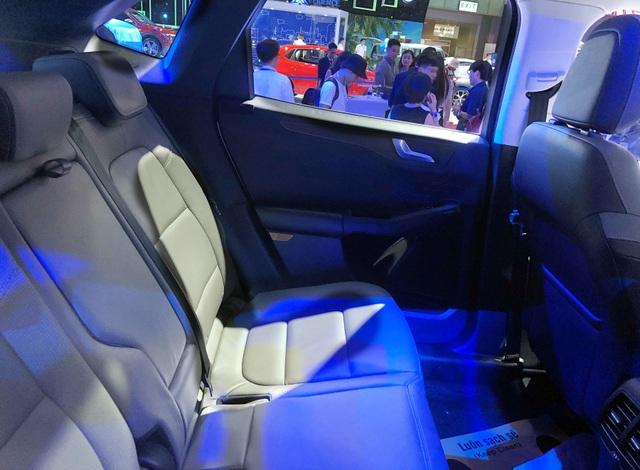 Sự xuất hiện bí hiểm của Ford Escape tại Triển lãm ôtô Việt Nam 2019 - 9