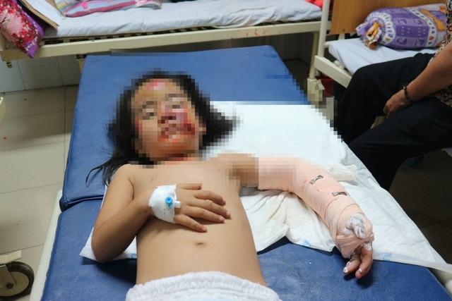 Xót thương gia đình 4 người gặp nạn vật vã trong bệnh viện - 1