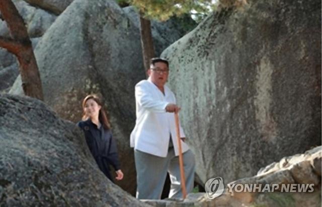Đệ nhất Phu nhân Triều Tiên tái xuất sau 4 tháng vắng bóng bí ẩn - 1