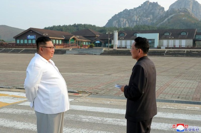 Ông Kim Jong-un thị sát khu nghỉ dưỡng, chỉ trích sự phụ thuộc vào nước ngoài - 1