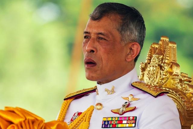 Nhà vua Thái Lan sa thải 6 quan chức sau khi phế truất hoàng quý phi - 1