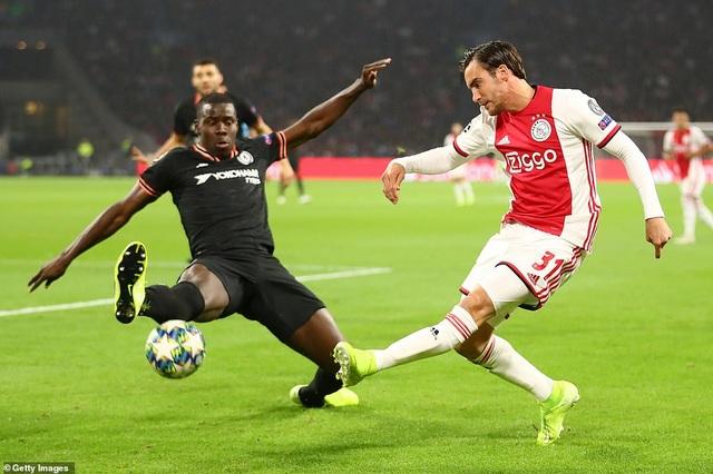 """""""Kép phụ"""" Batshuayi tỏa sáng đưa Chelsea vượt qua Ajax - 7"""