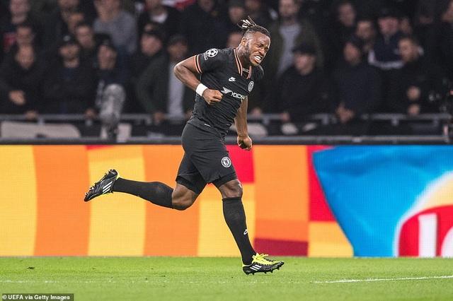 """""""Kép phụ"""" Batshuayi tỏa sáng đưa Chelsea vượt qua Ajax - 2"""