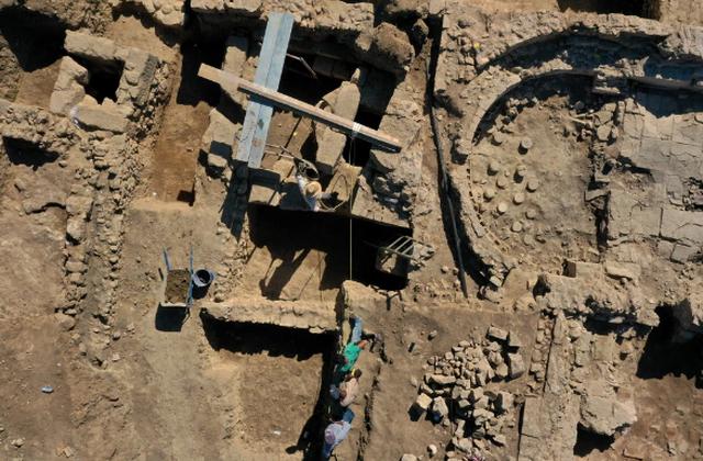 Tìm thấy kho báu bí ẩn của thành phố Hy Lạp cổ 1.600 năm trước - 2