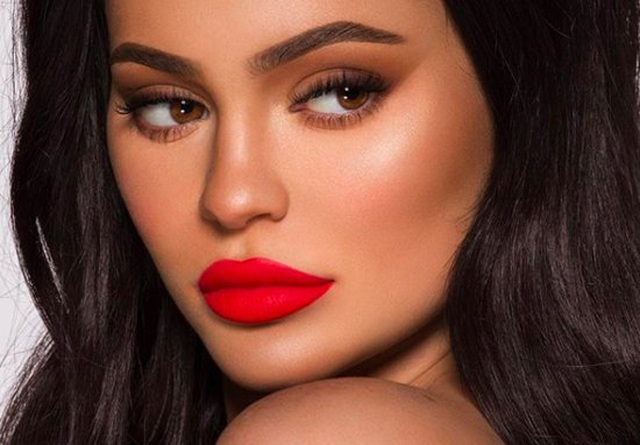 Kylie Jenner quá khác lạ khi thiếu son phấn - 5