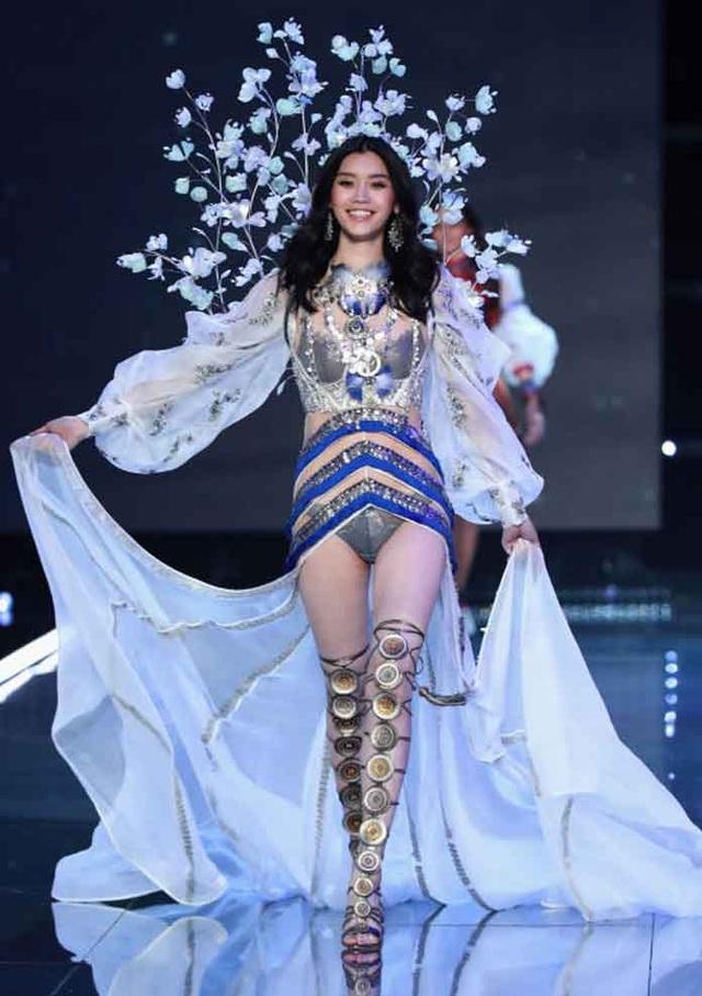 Siêu mẫu Hề Mộng Dao sinh cháu đích tôn cho vua sòng bạc Macau - 9