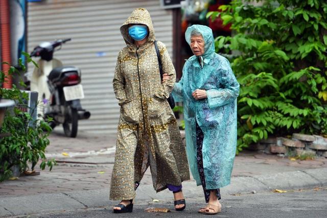 Người Hà Nội khăn len áo ấm trong gió lạnh đầu mùa - 9