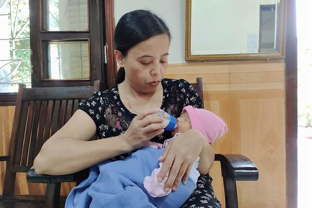Mẹ bỏ con sơ sinh trước cổng làng trẻ SOS, nhấn còi liên tục để có người ra nhận - 2