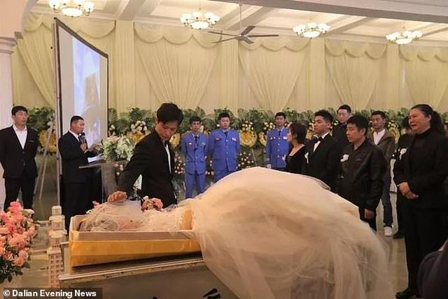 Xúc động đám cưới kiêm tang lễ của cô dâu bị ung thư - 1