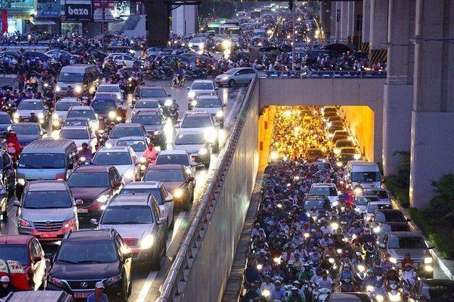 Hà Nội nêu lộ trình cấm xe máy trong nội thành - 1