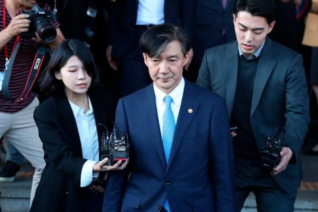 Vợ cựu Bộ trưởng Tư pháp Hàn Quốc bị bắt sau 1 tuần chồng mất chức - 2