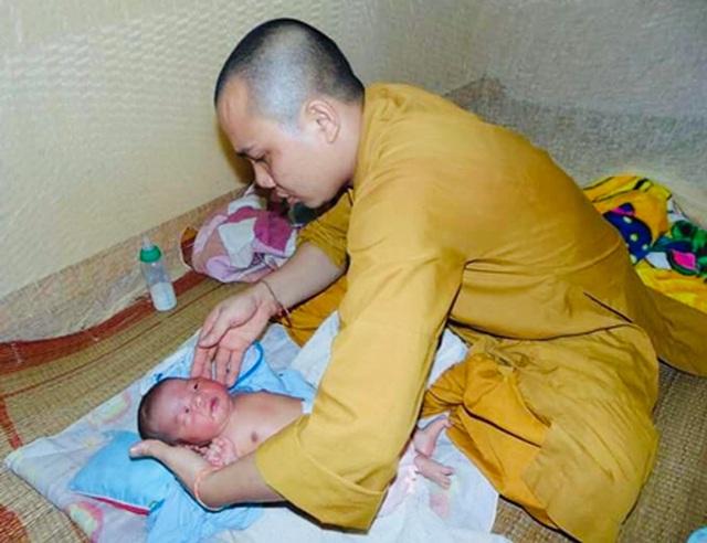 200 đứa trẻ họ Hồ lớn lên trong vòng tay của thầy trụ trì chùa Hồng Quang - 8