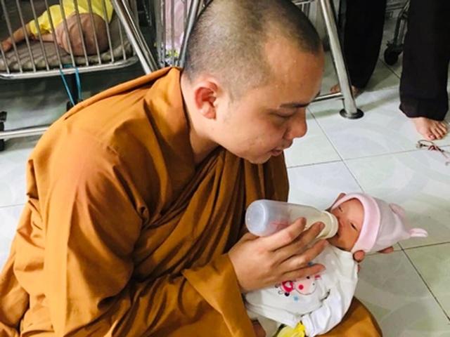 200 đứa trẻ họ Hồ lớn lên trong vòng tay của thầy trụ trì chùa Hồng Quang - 7