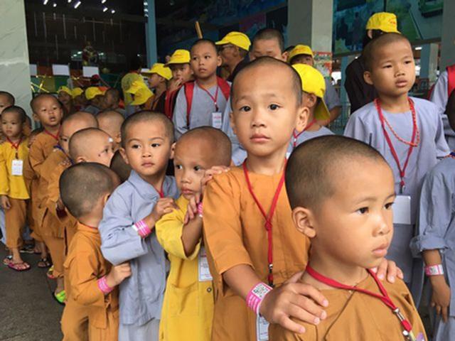 200 đứa trẻ họ Hồ lớn lên trong vòng tay của thầy trụ trì chùa Hồng Quang - 5