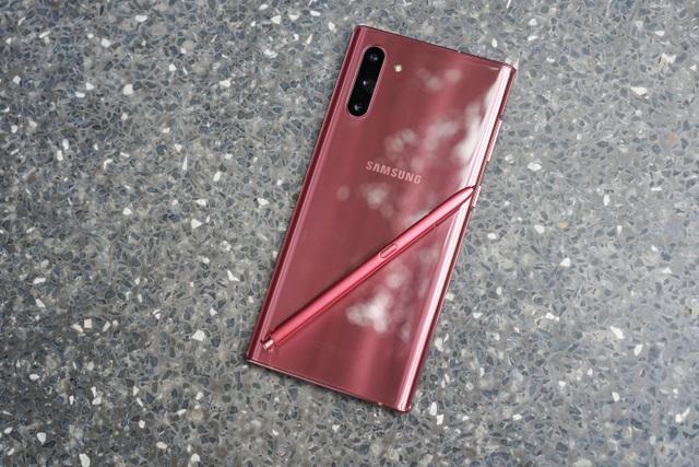 Vì sao các hãng smartphone ít ưu ái màu hồng? - 1