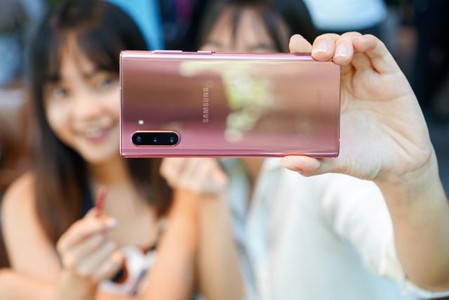 Vì sao các hãng smartphone ít ưu ái màu hồng? - 2