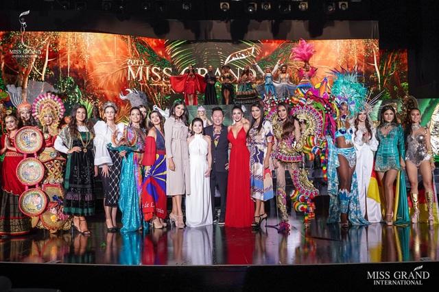 Việt Nam lọt top 20 bộ trang phục dân tộc đẹp nhất Hoa hậu hoà bình quốc tế 2019 - 8