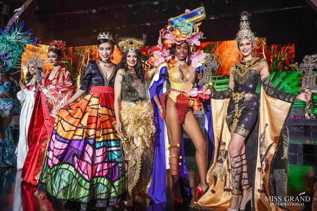 Việt Nam lọt top 20 bộ trang phục dân tộc đẹp nhất Hoa hậu hoà bình quốc tế 2019 - 6