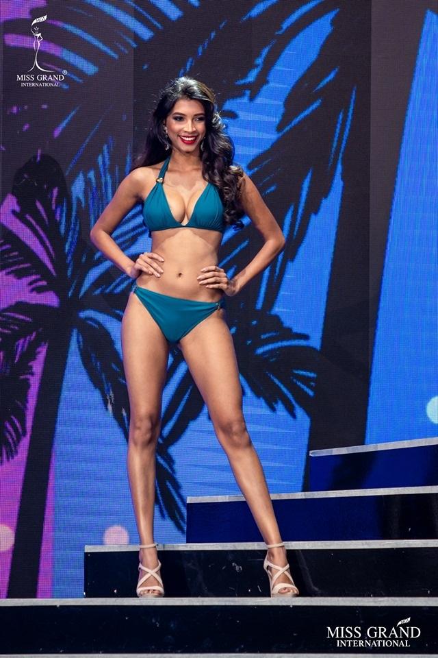 Ngắm dàn thí sinh Hoa hậu hoà bình quốc tế 2019 bốc lửa với áo tắm - 32